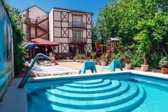Дом под ключ с двумя бассейнами Геленджик
