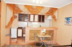Люкс с кухней 5 местный (1-й этаж)